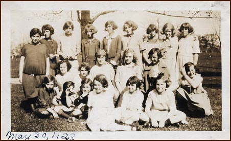 1923 - D and girls