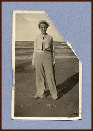 1932 - Dottie on beach