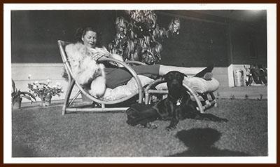 1940s Dorothy in fox